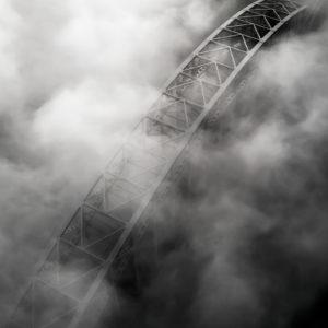 Mist over de spoorbrug